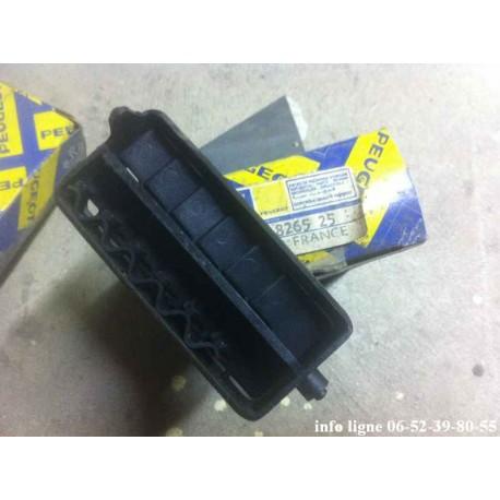 Aérateur gauche de tableau de bord Peugeot 104 - Référence 8265.25 (Neuf)
