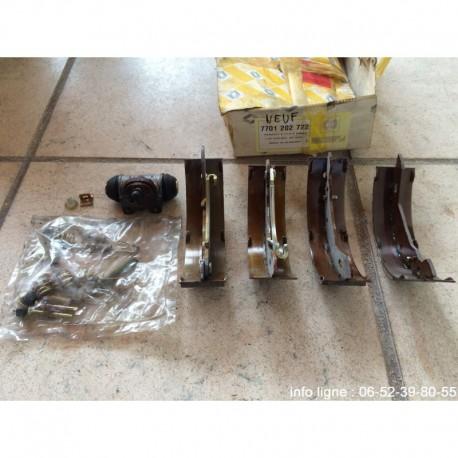 Kit de freins a tambours R5 turbo-R8-R9-R11-R14-R15-R18-Express-Fuego-Rapid I-Super 5 - Référence 7701 202 722 (Neuf)