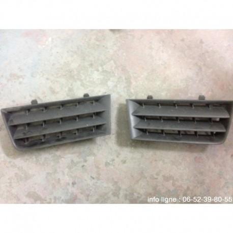Grilles de pare-chocs avant Renault Mégane MK2 - Référence G8200114156 et D8200114157 (Occasion)