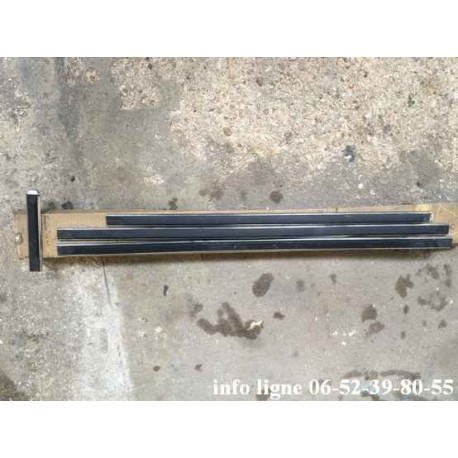 Lot de 4 baguettes de protection Peugeot 104 - Référence 9625.14 (neuve)