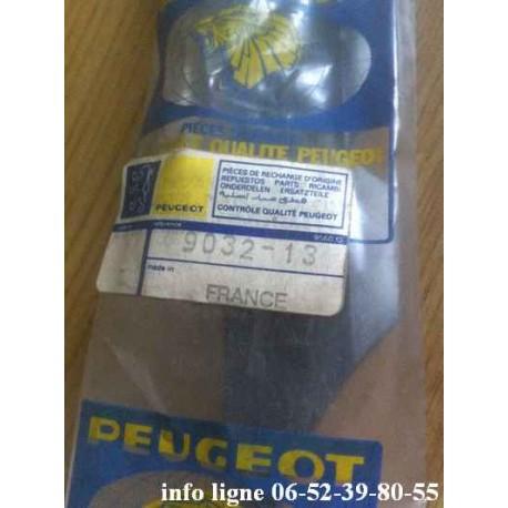 Bande agrafe de porte arrière droite Peugeot 504 - Référence 9032.13 (Neuf)