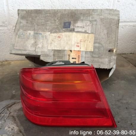 Feu arrière gauche Mercedes classe E - Référence A2108204364 (Occasion)