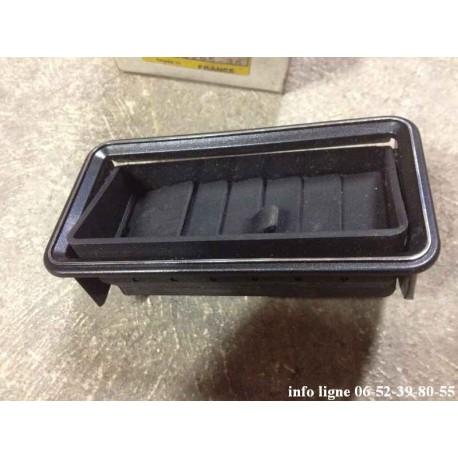 Aérateur de tableau de bord droit noir entourage chromé Peugeot 505 - Référence 8265.36 (Neuf)