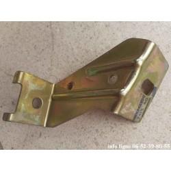Ferrure intermédiaire droite de pare-chocs arrière Peugeot 104 - Référence 7415.40 (Neuf)