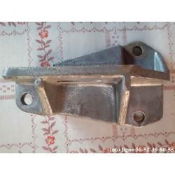 Equerre droite de fixation de pont arrière Peugeot 504 - Référence 3063.04 (Neuf)